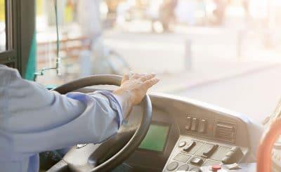 conducteur-chauffeur-conductrice-autocars-finistère-bretagne-cars-bus-france